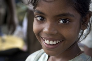 1280px-India_-_Delhi_smiling_girls_-_4698